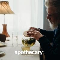 """Ahmad je strastven prema onome što naziva """"umetnost čaja"""" i to oživljava na više načina. Nepokolebljiva posvećenost kreativnog zanata, standardima izvrsnosti i preciznosti, kao i mešanja koje Ahmad primenjuje u pravljenju čaja, glavne su karakteristike ovog britanskog proizvođača.  Sve počinje umetnošću odabira čaja iz najboljih svetskih čajnih vrtova. Čaj s punom teksturom i ukusom.  🫖 Originalni Ahmad čajevi dostupni su u Apothecary drogeriji.  #ahmadtea #apothecary #srbija #beograd #novisad #niš #kragujevac #kraljevo #pančevo #subotica #kikinda #kruševac #vrnjačkabanja #zrenjanin #valjevo #leskovac #vranje #užice #loznica #šabac #sombor #sremskamitrovica #negotin #bor #zaječar #apatin #smederevo #vršac #zlatibor #kopaonik"""