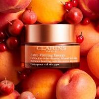 Clarins Extra-Firming Energy krema za lice 50ml i 2u1 tretman kombinuje Clarinsovu stručnost u izradi krema sa pojačavajućim efektom za sjaj kože lica. Kada je koža izložena brzom načinu života, ona postaje suvoparna, umorna i pojavljuju se bore. Ekstra-učvršćujuća energija je odgovor, jer pomaže u vraćanju čvrstoće kože i stvara revitalizovani i blistavi ten. ✨  Clarins Extra-Firming Energy krema za lice 50ml ima efekat za pojačavanje i podsticanje sjaja kože lica, dok se ujedno bori protiv bora. Krema se nanosi svako jutro na čisto lice.  Posetite Apothecary sajt, jer je vreme za malo lepši život.  🍑 www.apothecary.rs  #apothecary #clarins #beograd #novisad #niš #kragujevac #leskovac #subotica #kruševac #kraljevo #pančevo #zrenjanin #šabac #čačak #smederevo #novipazar #valjevo #sombor #vranje #sremskamitrovica #loznica #užice #požarevac #jagodina #starapazova #zlatibor #zaječar #kikinda #kopaonik #priboj
