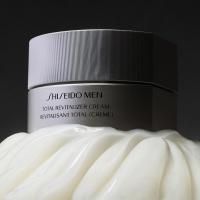 Apothecary [M] predstavlja novu revitalizujuću Shiseido Men Total Revitalizer krema za lice 50ml namenjenu povećanju barijere muške kože i otpornosti na pojavu finih linija i bora. Za energetski osveženu i čvršću kožu lica. 🙇🏻  Shiseido Men Total Revitalizer krema za lice je izuzetno efikasna krema protiv starenja kože, a učvršćuje kožu i poboljšava njen tonus. Ova hidratantna krema visokih performansi formulisana je s morskim proteinskim kompleksom koji pomaže izgradnji intenzivne vlažnosti i osvežava kožu lica. Koža će ostati hidrirana, sa manje hrapavosti i ljuspica. Kožni odbrambeni sistem će biti ojačan i pomoći će u sprečavanju budućih znakova starenja, poput prevoja i bora.  Shiseido istraživanja kod 102 muškarca potvrđuju da je 90% ispitanika reklo da se koža osećala mekano odmah nakon nanošenja kreme na lice. 🌊  Krema se nanosi na lice ujutru i uveče nakon pranja, čišćenja i brijanja.  Posetite Apothecary sajt, jer je vreme za malo lepši život. 🏄🏻♂️  #apothecaryM #shiseido #srbija #beograd #novisad #niš #kragujevac #kraljevo #pančevo #subotica #kikinda #kruševac #zrenjanin #valjevo #leskovac #vranje #užice #loznica #šabac #kopaonik #sombor #sremskamitrovica #priboj #bor #zaječar #zlatibor #smederevo #vršac
