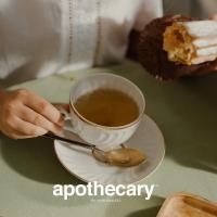 """Ahmad je strastven prema onome što naziva """"umetnost čaja"""" i to oživljava na više načina. Nepokolebljiva posvećenost kreativnog zanata, standardima izvrsnosti i preciznosti, kao i mešanja koje Ahmad primenjuje u pravljenju čaja, glavne su karakteristike ovog britanskog proizvođača.  Sve počinje umetnošću odabira čaja iz najboljih svetskih čajnih vrtova. Čaj s punom teksturom i ukusom.   Originalni Ahmad čajevi dostupni su u Apothecary drogeriji.  #ahmadtea #apothecary #srbija #beograd #novisad #niš #kragujevac #kraljevo #pančevo #subotica #kikinda #kruševac #vrnjačkabanja #zrenjanin #valjevo #leskovac #vranje #užice #loznica #šabac #sombor #sremskamitrovica #negotin #bor #zaječar #apatin #smederevo #vršac #zlatibor #kopaonik"""