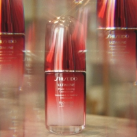 Shiseido Ultimune serum jača kožu protiv svakodnevnog oštećenja i vidljivih znakova starenja kože lica.  Uz upotrebu Shiseido Ultimune proizvoda, koža izgleda još glađe, čvršće, hidriranija i otpornija je. Nova formula odlikuje se poboljšanom teksturom koja se brzo upija u kožu za dugotrajniji, svilenkasto gladak osećaj svežine.  Shiseido Ultimune kolekcija dobitnik je 179 nagrada za lepotu u svetu.🎖  #shiseido #negakože #skincare #antiage #beograd #novisad #niš #kragujevac #leskovac #subotica #kruševac #kraljevo #pančevo #zrenjanin #šabac #čačak #smederevo #novipazar #valjevo #sombor #vranje #sremskamitrovica #loznica #užice #požarevac #jagodina #starapazova #zaječar #kikinda #pirot